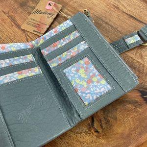 MANTARAY NWT Blue/Grey Floral Multi Pocket Wallet